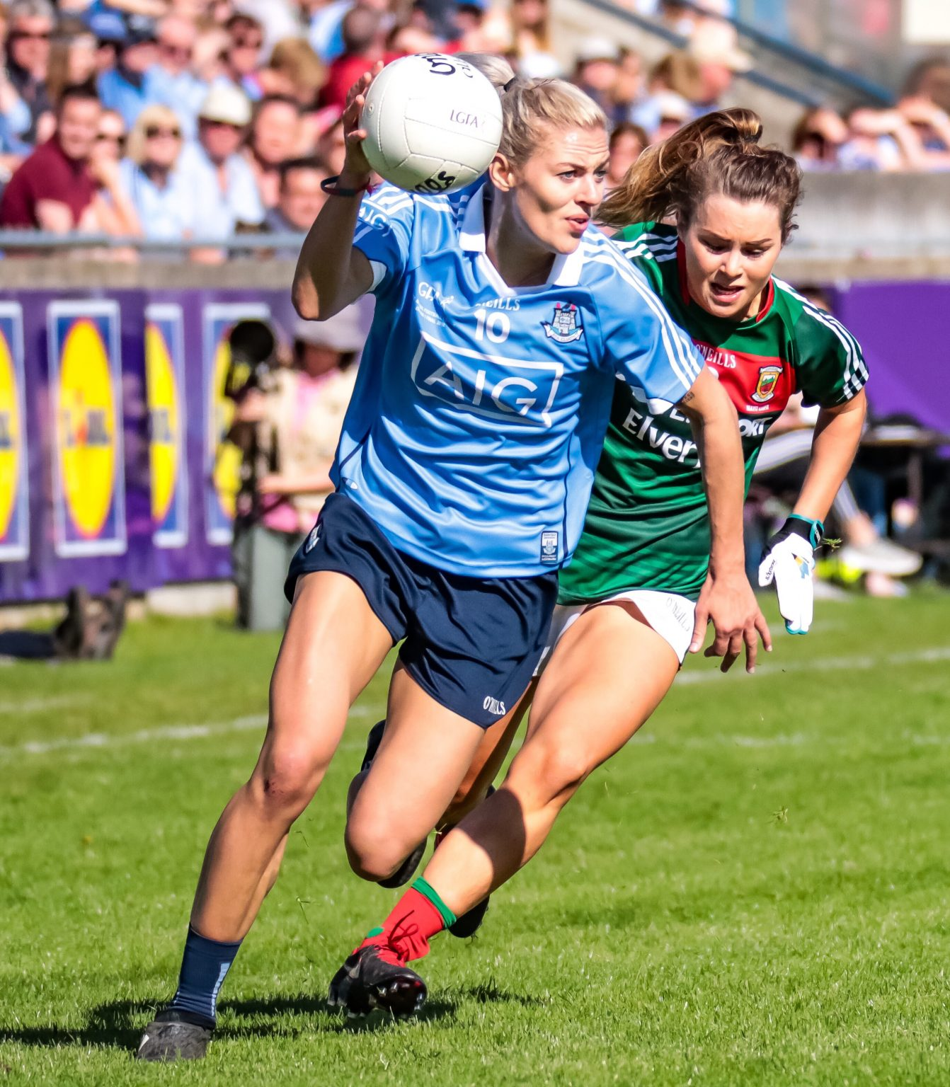 Dublin's Nicole Owens In a Sky Blue Jersey gets away from a Mayo player in a green and red jersey as Dublin win first ever Division 1 League title