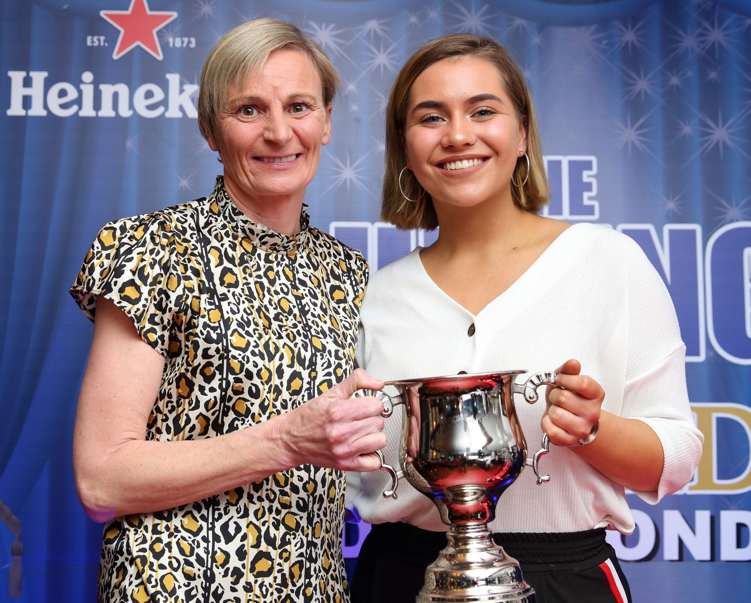 Dublin Camogie Chair Jenny Byrne (left) presents Aoibhe Dillon With The Young Player Of The Year Award At the We Are Dublin GAA/Kennedy's Drumcondra Awards Night.