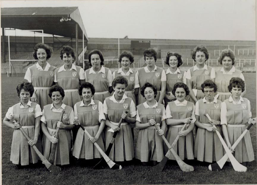Úna O'Connor is front row 4th from left